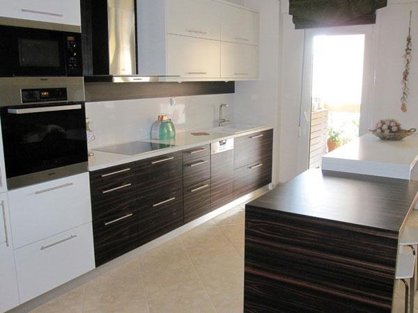 Hosu 15 enticing kitchen designs for a good cuisine for Kitchen back door