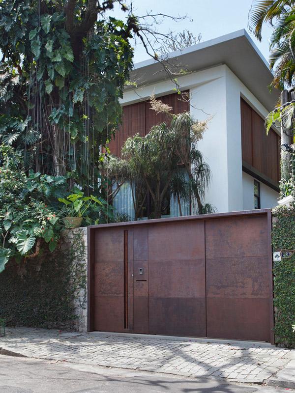 Itiquira House Main Entrance