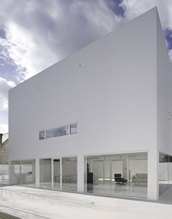 Moliner House Exterior 1
