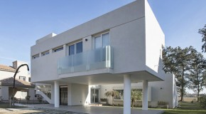 The Contemporary House RA in Santa Fe, Argentina