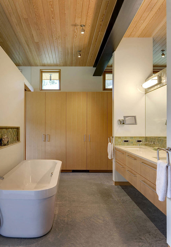 River Bank House Bathroom