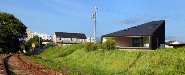 The Unou House of Japan &#8211; A Home by the Train Tracks