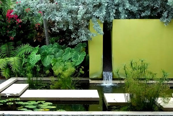 20 water feature designs for soft touch in your garden for Garden designs with water features