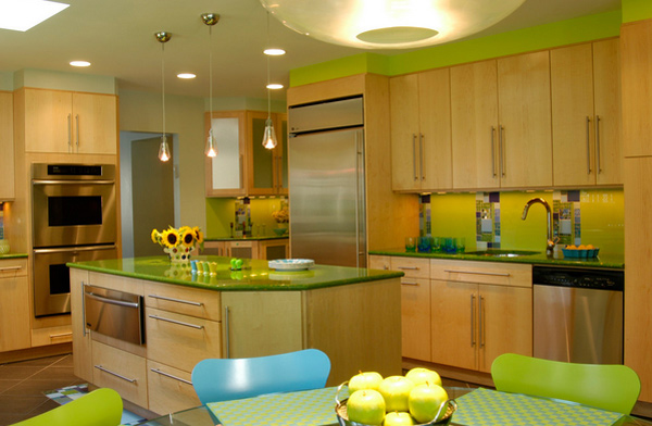 15 amazingly homey green kitchen designs home design lover for Yellow green kitchen ideas