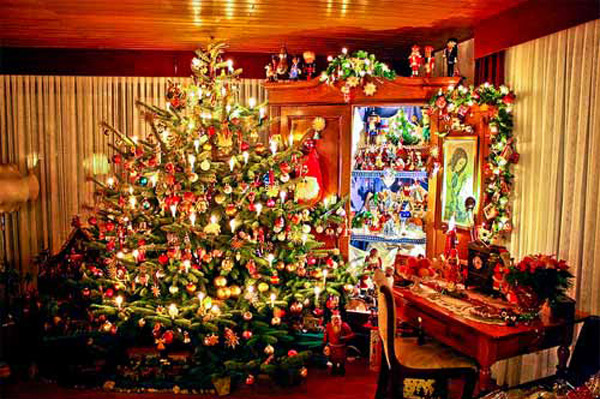 Http Homedesignlover Com Living Room Designs Christmas Decorated Living Rooms