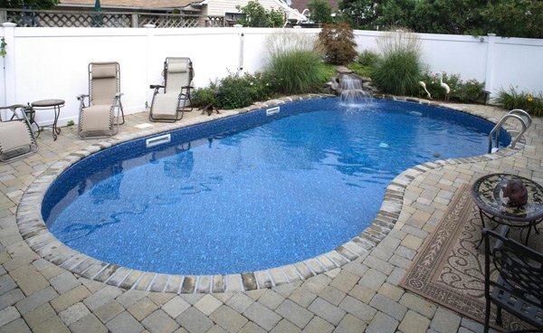 Straightback Kidney Shape Pool
