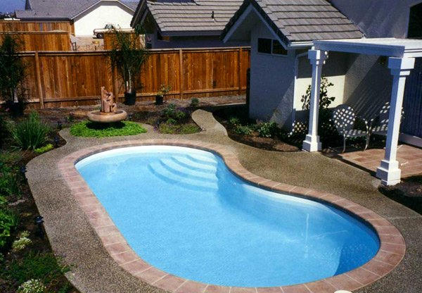 Get to know the 10 different shapes of swimming pools home design lover - Pools in small spaces set ...