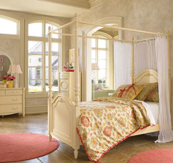 Posh Palette Canopy Bed