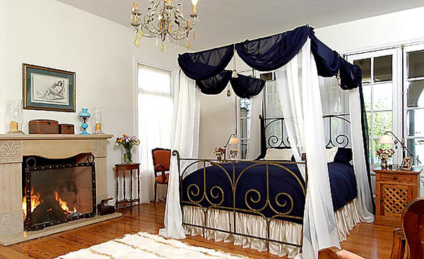 Canopy Iron Beds