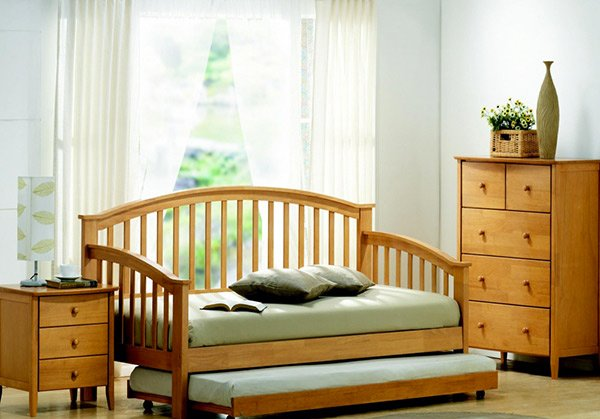 Joseph Maple Day Bed with Guest Bed