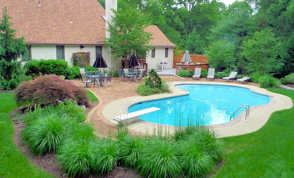 15 pool landscape design ideas home design lover for Pool design landscaping ideas