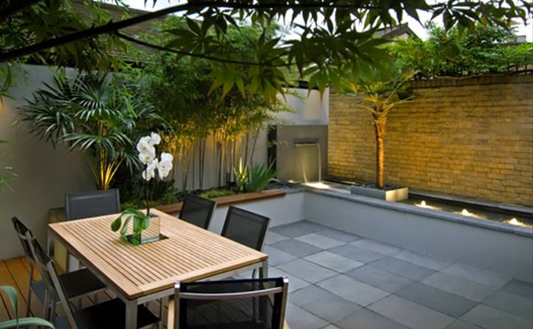 15 modern and contemporary courtyard gardens in the city for Modern house with courtyard