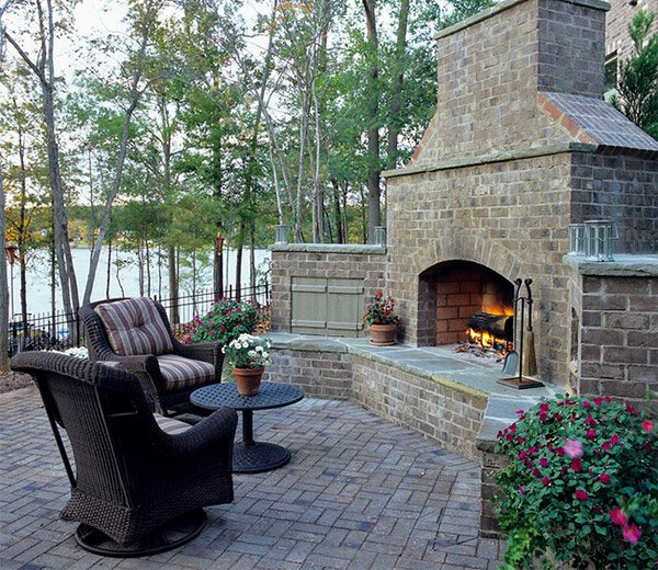 15 outdoor stone fireplaces to love home design lover for Design patio exterieur