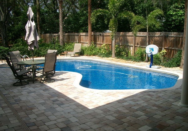15 amazing backyard pool ideas home design lover for Pool landscaping ideas