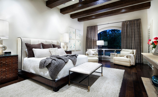 Exposed roof beams in 15 bedroom designs home design lover for Bedroom ideas dark wood floor