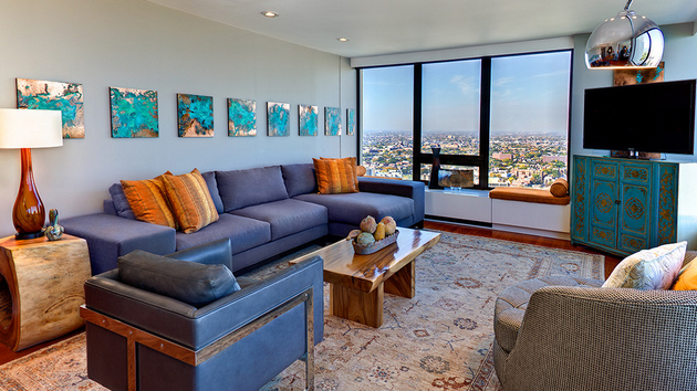 15 stunning living room designs with brown blue and for Orange and brown living room ideas