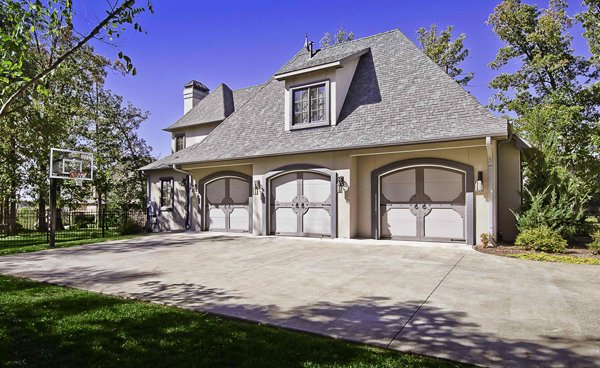 20 traditional architecture inspired detached garages for Custom detached garage