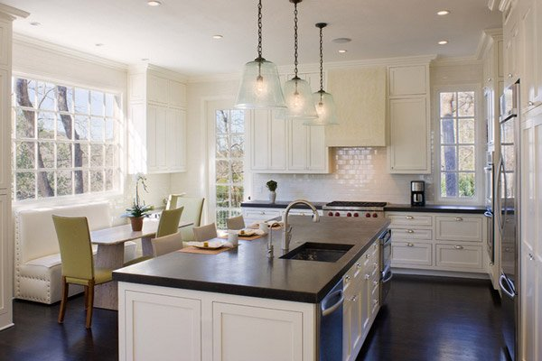15 traditional style eat in kitchen designs home design for Eat in kitchen design