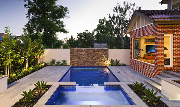 15 great small swimming pools ideas home design lover for Small backyard swimming pool designs
