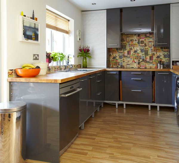 15 warm and grey kitchen cabinets home design lover for Grey wood kitchen cabinets