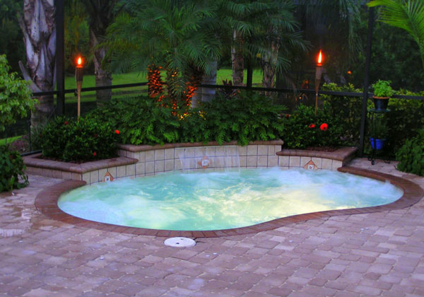 15 great small swimming pools ideas home design lover for Small garden pool designs