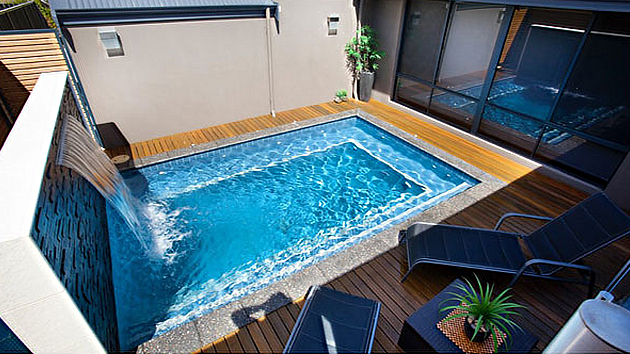 15 great small swimming pools ideas home design lover for Medidas de una alberca pequena