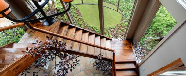 20 Attractive Wooden Staircase Design