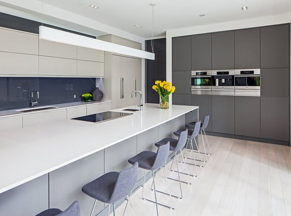 20 astounding grey kitchen designs home design lover for Light grey modern kitchen