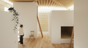 Minimalist Light Walls House Controls the Concept of Light