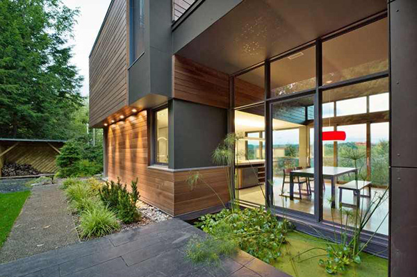 T house a modern family retreat in quebec canada home for Modern house quebec