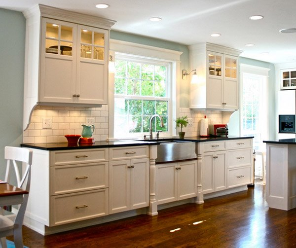 Will White Kitchen Cabinets Stay In Style: 15 Traditional And White Farmhouse Kitchen Designs