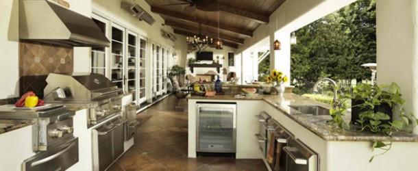contemporary-outdoor-kitchen