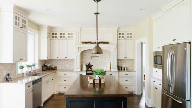 15 traditional and white farmhouse kitchen designs home design lover for Farmhouse kitchen design pictures