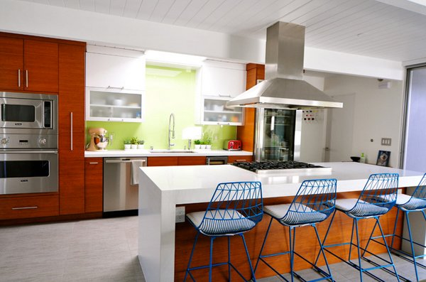 15 marvelous mid century kitchen designs home design lover for Century style kitchen cabinets