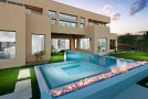 15 Dramatic Modern Pool Areas with Fire Pits