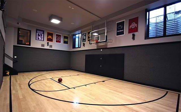 15 ideas for indoor home basketball courts home design lover for Basketball court inside house