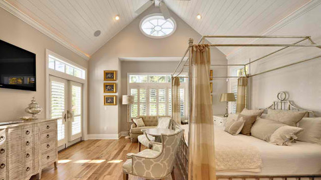 15 bedrooms with cathedral and vaulted ceilings home design lover - Vaulted ceiling bedroom ...