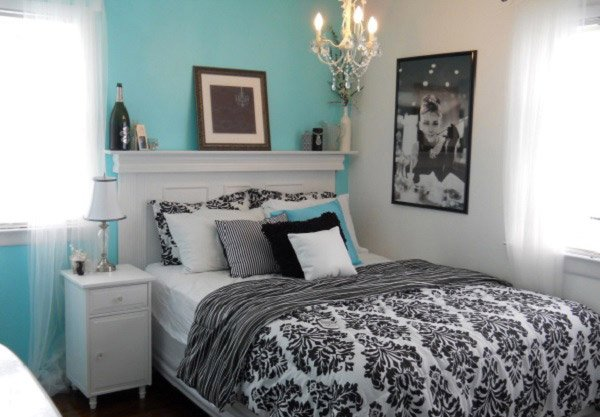 pretty combo of turquoise and black in 15 bedroom