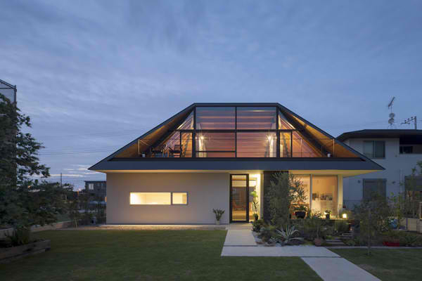 A modern hipped roof house in japan home design lover - Hip roof houses attic ...