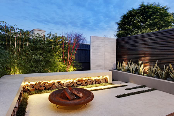 Esplanade east a compact modern garden design project in for Courtyard garden designs australia