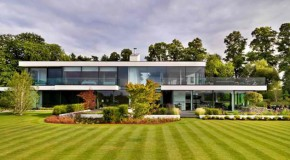Awe-Inspiring Views in the Modern Country House in Berkshire, England