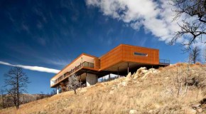 Sunshine Canyon Residence: Rising From a House Loss to a Glorious Home