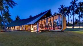 Ultramodern Theme Revealed in Villa Sapi in Indonesia