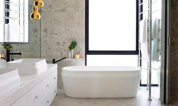free-standing bathroom tub