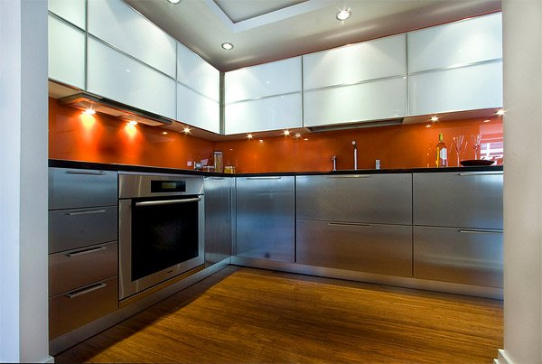 intensify the look of your kitchen with 20 glass back