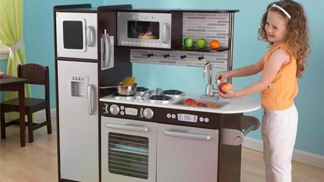 20 play kitchens to make chef pretend play more fun and Realistic play kitchen