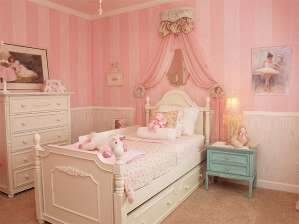 List deluxe 20 princess themed bedrooms each and every for Princess themed bed