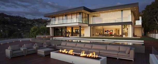 Enthralling Exterior and Interior Schemes of Sunset Strip in California