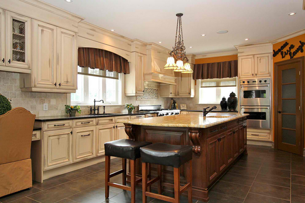 20 amazing antique kitchen cabinets home design lover for Antique ivory kitchen cabinets