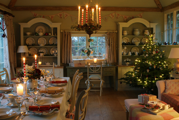 20 Stunning Christmas Decors in the Dining Rooms Home  : 20 West Midlands from homedesignlover.com size 600 x 404 jpeg 256kB